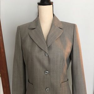 Kasper tailored fitted suit jacket.